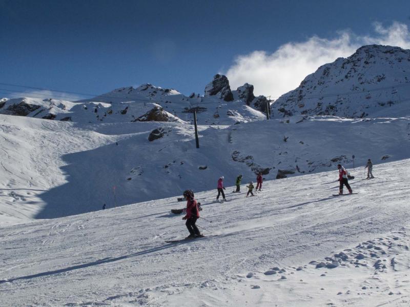 3.000 esquiadores inician la temporada en Vallnord
