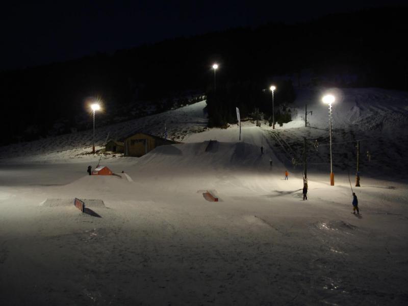 La estación andorra ofrece el único snowpark nocturno de la península.