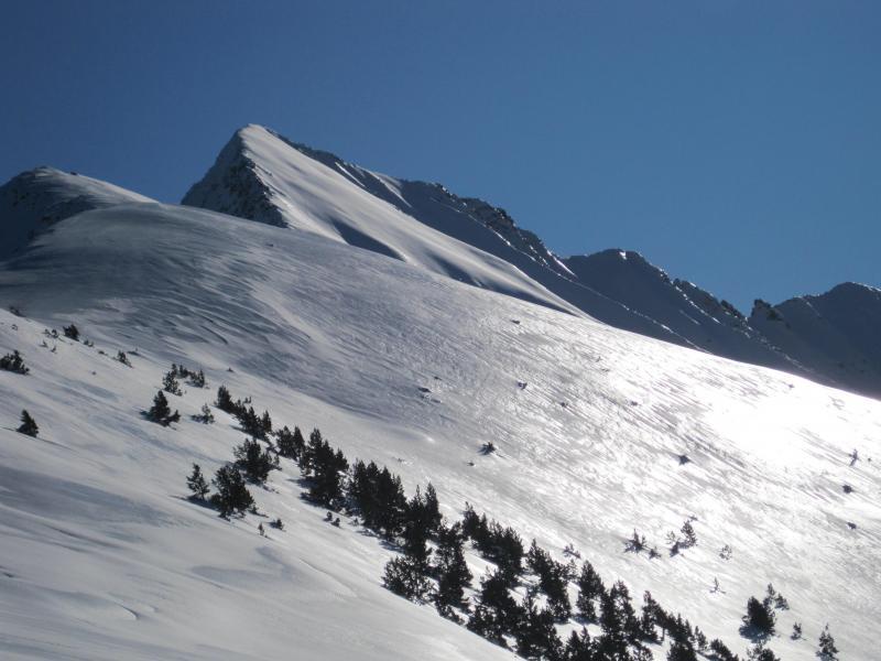El Canigó es una montaña difícil por que es muy complicado encontrar buenas condiciones de nieve, y esta vez no fue una excepción. Fue una gran jornada a la que le faltó la guinda.