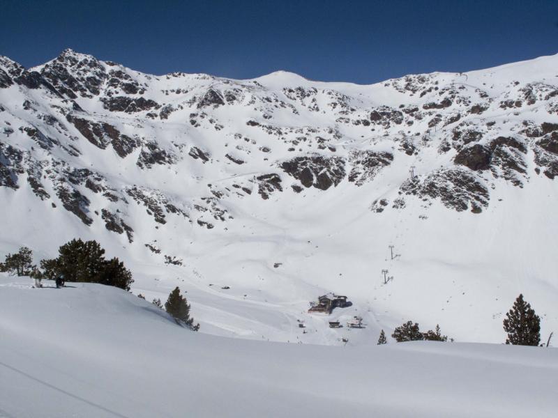 Se hizo de rogar, pero la nevada de la temporada llegó hace diez días y la estación de esquí de Vallnord mantiene una buena calidad de nieve en los tres sectores (Arcalís, Ari...