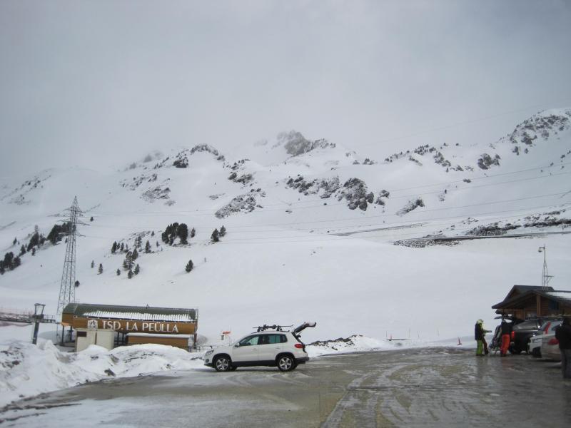 Terreno agradecido, ondulado, flanqueado por grandes picos desafiantes. El valle de Gerber, en la Vall d`Aran,  no deja indiferente aunque el mal tiempo nos limito la jugada.
