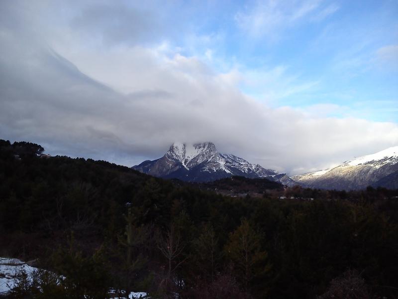 Ascensión por la canal del pedregal de la cara este de esta mítica y estética montaña.