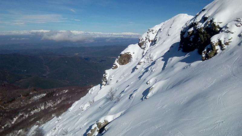La cara del Pirineo en el horizonte