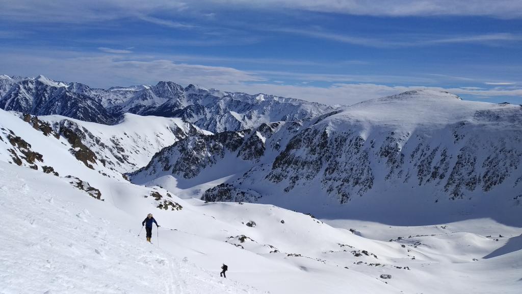 Últimos metros de la ascensión y cara norte del Pic de Nérassol al fondo