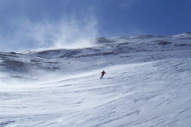 Joan, nieve dura, viento, montaña
