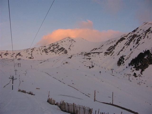 Nubes de retención en la cara norte del Bastiments